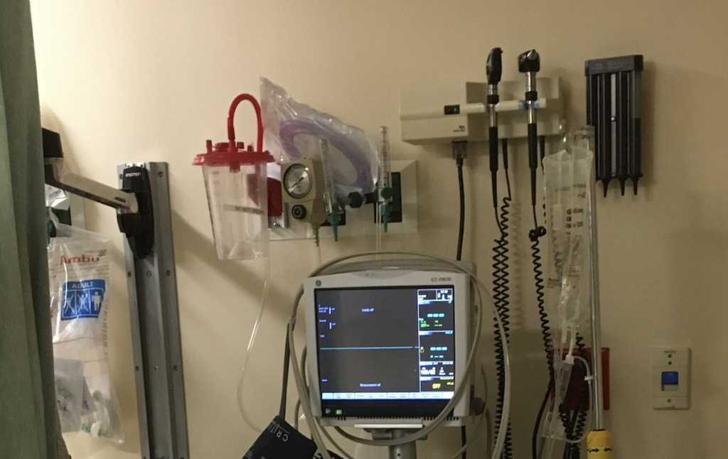a picture of all the gadgets that are on the wall above a hospital bed.